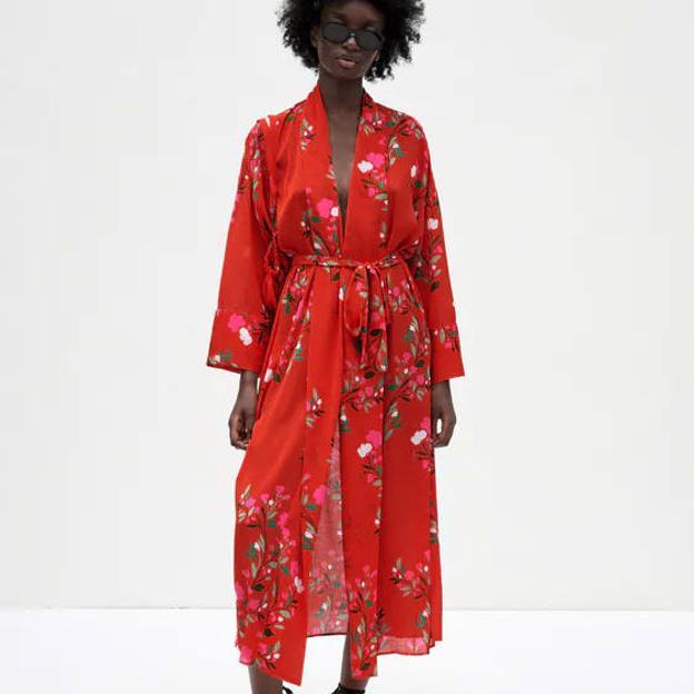 Mariana Flores : El vestido estampado de Zara que triunfa entre las influencers francesas porque es súper cómodo y favorecedor y queda genial con sandalias